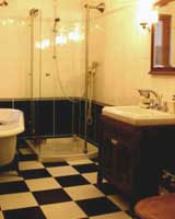 Badkamer ruimte vol mogelijkheden - Ouderwetse badkamer ...