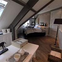 een slaapkamer met landelijke uitstraling  fantv.nl, Meubels Ideeën