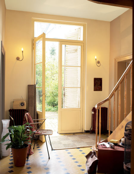 Een ruimte groter of kleiner laten lijken met kleur - Scheiden een kamer door een gordijn ...