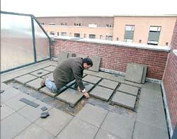 Een modern dakterras maken for Tegels voor dakterras